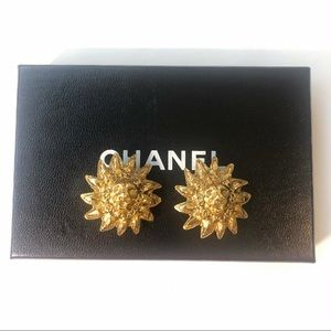 CHANEL VINTAGE-CC Lion earrings